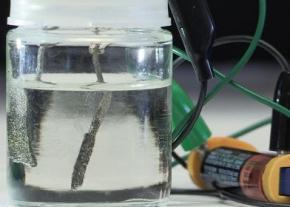 Водородное топливо для автомобилей будут получать при помощи пальчиковых батареек