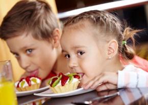 Як навчити дитину не їсти шкідливу їжу?