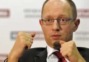Яценюк не виключає введення візового режиму з Росією