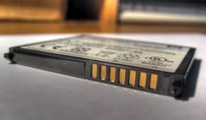 Почему старые аккумуляторы для телефона и ноутбука быстро разряжаются?