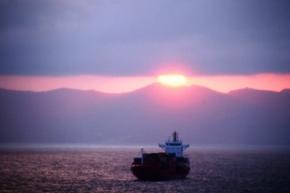 У берегов Шотландии загорелся корабль с радиоактивными отходами