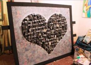 Одесский художник Кирилл Бондаренко создал огромное сердце из старых фотоаппаратов