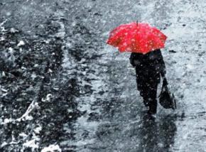 Усі вихідні в Україні йтиме дощ і сніг