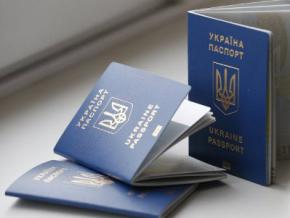 Українці вже можуть оформити біометричний закордонний паспорт