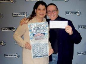 Американець, змушений купити лотерейні квитки, щоб розміняти купюру, виграв 10 мільйонів доларів
