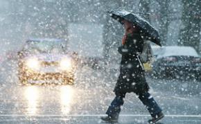 Новая неделя в Украине начинается мокрым снегом и гололедом на дорогах