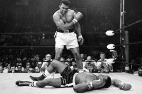 Перчатки Мохаммеда Али и его соперника продали почти за миллион долларов