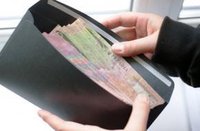 В Украине средняя зарплата в январе 2015 сократилась на 13,9%