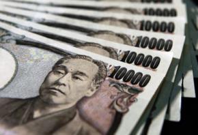 Японка купила старую мебель в комиссионном магазине и нашла в ней два миллиона иен