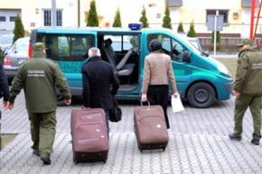 Польские пограничники нашли в чемодане француза его жену-россиянку