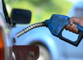 Замість бензину в українські авто на АЗС масово заливають