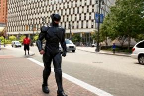 У Дубаї роботи зі штучним інтелектом замінять поліцейських на вулицях міста