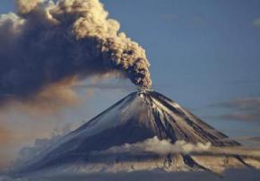 В Японии из-за извержения вулкана эвакуируют население