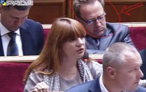 Депутат Василь Амельченко міцно спить на засіданні ВР