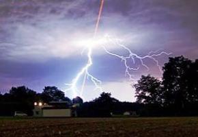 Вчені навчилися управляти блискавкою за допомогою лазера