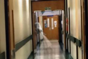 В Англійській клініці нічний черговий випадково сфотографував привида