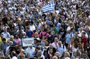 В Греции тысячи людей вышли на улицы с требованием остаться в Еврозоне