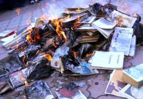 Окупанти в Криму знищують книги українською та кримськотатарською мовою