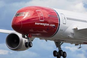 Пилот самолета поздравил по интеркому пассажиров которые занимались сексом во время полета