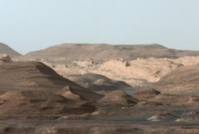 Марсоход Curiosity сфотографировал богатые железом горы на Марсе