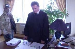 Судья объяснил для чего ему утром 25000 грн и $6500