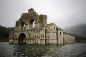 Над поверхнею водойми в Мексиці з'явився 400-річний затоплений храм