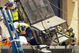 Мийники вікон вижили після падіння з 12-го поверху